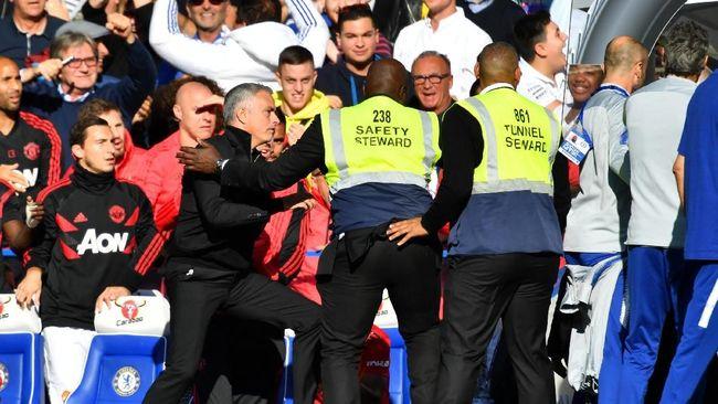 Detik-detik Mourinho Ribut di Chelsea vs Manchester United