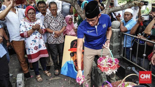 Sandiaga Uno meminta maaf kepada publik atas kekhilafannya melangkahi makam tokoh Nahdlatul Ulama KH Bisri Syansuri.