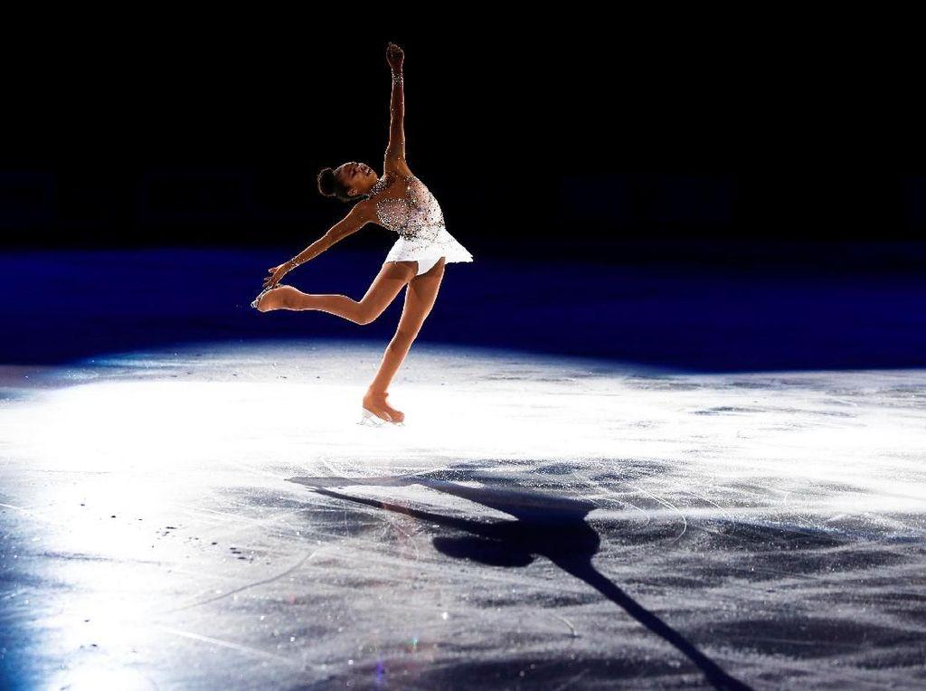 Tarian Rumit yang Membius Mata di Atas Es