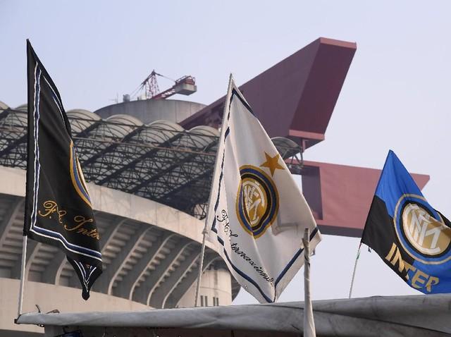 Si Ular Besar Menang, Kota Milan Jadi Biru-Hitam