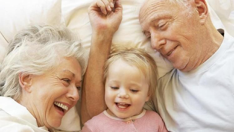 ilustrasi kakek nenek dan cucu