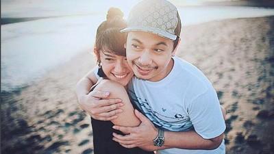 Kejutan Romantis Raditya Dika untuk Istri yang Baru Melahirkan