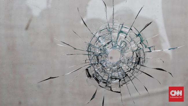 Polisi telah memeriksa dua saksi untuk dimintai keterangan terkait dengan kasus peluru nyasar yang menimpa siswi SMK di Palangka Raya.