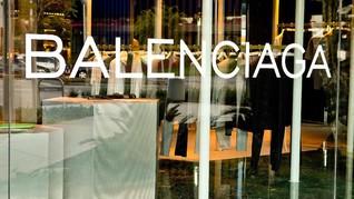 Balenciaga Dituding Mencuri Karya Perancang di Berlin