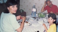 <p>Hannah ketika makan bareng sama ibu dan ayahnya, kok bengong, Nak? (Foto: Instagram/hannahalrashid)</p>