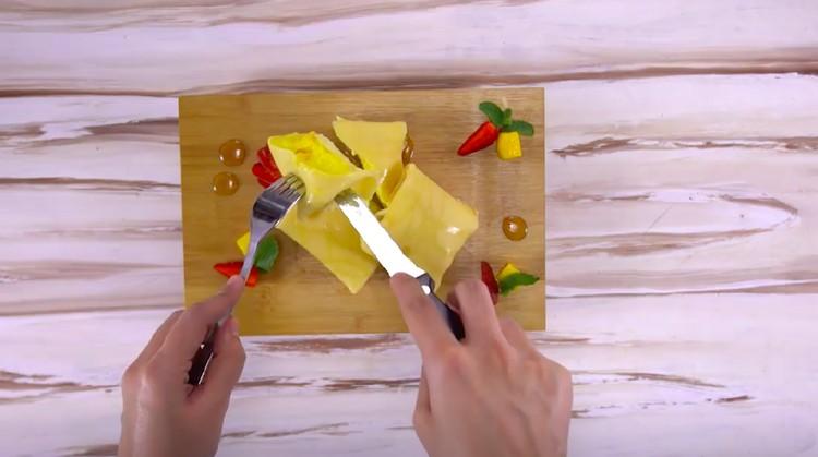 Resep dadar gulung atau pancake, bisa Bunda isi dengan mangga yang kaya dengan vitamin C dan antioksidan. Sedap!