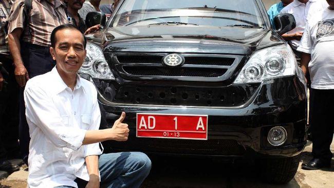 Presiden Joko Widodo menegaskan produksi mobil esemka bukan kewenangan dirinya dan pemerintah.