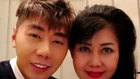 <p>Roy Kiyoshi selalu mengucapkan kata cinta untuk Mama Lany di setiap foto yang dia unggah di Instagram-nya. (Foto: Instagram/ @roykiyoshi)</p>
