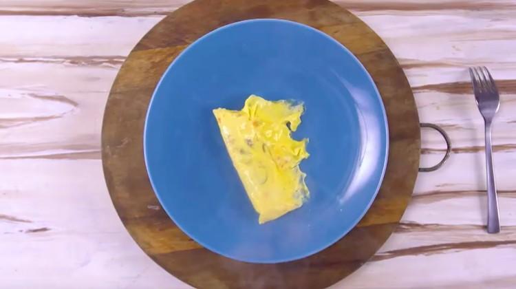 Cara masak telur berikut tidak membutuhkan minyak setetes pun. Tapi rasa yang dihasilkannya sama nikmat lho, Bunda.