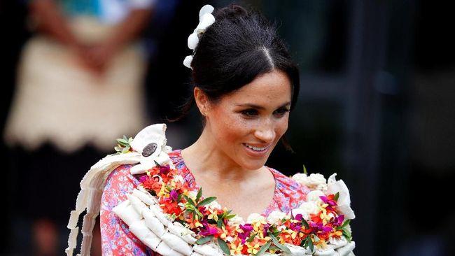Idris Elba dan Sabrina Dhowre menikah akhir pekan lalu. Meghan Markle dan Pangeran Harry tak hadir, namun tetap mengirim hadiah.