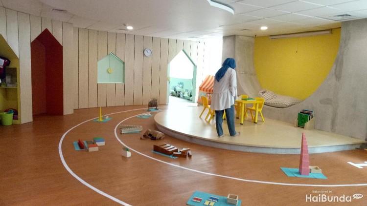 Jika biasanya metode montessori diterapkan di sekolah, Toddlers Town menerapkannya di penitipan anak sehingga kegiatan si kecil lebih berfaedah.