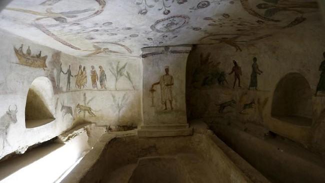 Sebuah situs bersejarah peninggalan era Yunani dan Romawi di Libya dirusak oleh pelaku vandal dengan mencoret dindingnya dengan grafiti.