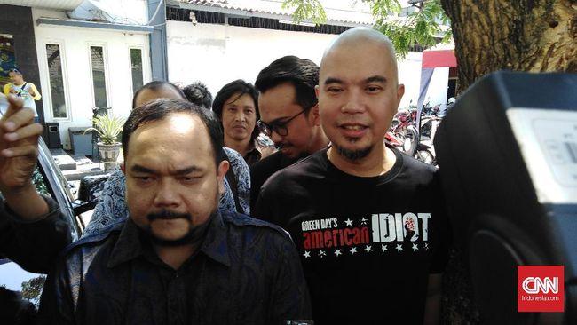Ahmad Dhani, menurut kuasa hukumnya akan datang ke Mapolda Jawa Timur, Senin (12/11) untuk menyerahkan barang bukti kasus ujaran kebencian.