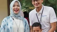 <p>Yeay! Diantar Ayah dan Bunda ke sekolah, Sulaiman <em>happy banget.</em> (Foto: Instagram/ @sandiuno) </p>