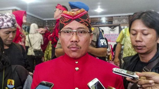 Bupati Cirebon Sunjaya Purwadisastra menyangkal menerima uang suap seperti yang disangkakan oleh Komisi Pemberantasan Korupsi (KPK).