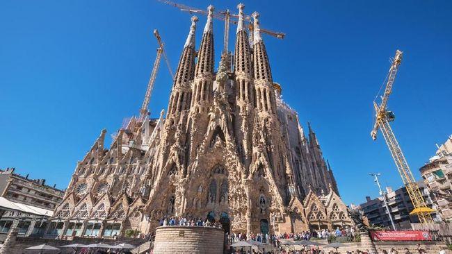 Adu Koneksi Internet 'Roaming' vs Operator Lokal di Barcelona
