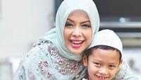 """<p>Ini dia anak bungsu<a href=""""https://news.detik.com/berita/d-4272400/pdip-soal-jokowi-kelepasan-sontoloyo-dia-berterus-terang?_ga=2.18428720.88361943.1540174850-1198794712.1536556213"""" target=""""_blank"""">Sandiaga Uno</a> dan Nur Asia, Sulaiman Saladdin Uno. (Foto: Instagram/ @nurasiauno)</p>"""