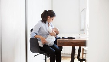 Tips Sukses Berikan ASI Eksklusif bagi Ibu Bekerja