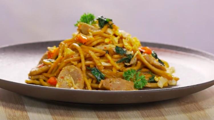 Mi goreng jawa bisa dibilang salah satu menu favorit paling disuka. Hidangan besar dirasa kurang lengkap tanpa ada kehadirannya.