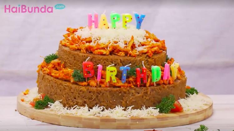Resep mi goreng ayam balado dijadikan kue ulang tahun? Menarik dicoba nih, Bun!