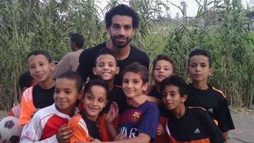 9 Momen Manis Pemain Liverpool Mohamed Salah Bareng Anak-anak