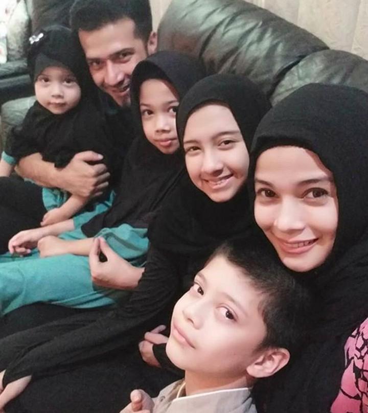 Siapa yang tidak kenal Jihan Fahira? Artis ini kini jarang terekspos. Intip foto-foto istri Primus Yustisio dan anak-anaknya, Bun.
