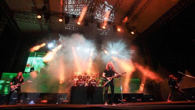 Gitaris Megadeth Dave Mustaine mengaku didiagnosis kanker tenggorokan, yang membuat Megadeth harus membatalkan mayoritas konsernya tahun ini.