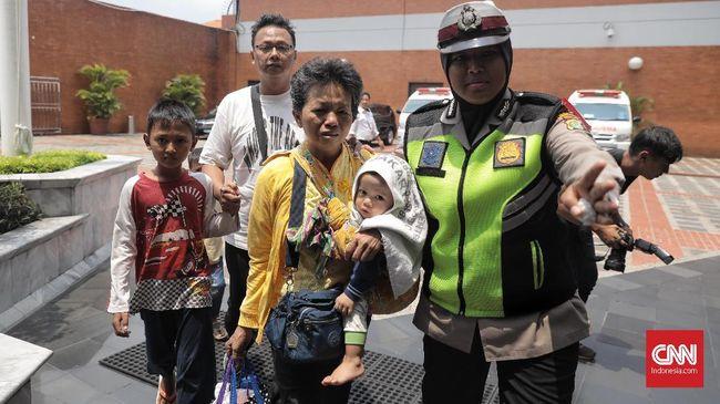 Pemkab Karawang menyiagakan 20 ambulans untuk mengantisipasi evakuasi korban jatuhnya pesawat Lion Air JT-610 di perairan Tanjung Karawang, Jawa Barat.