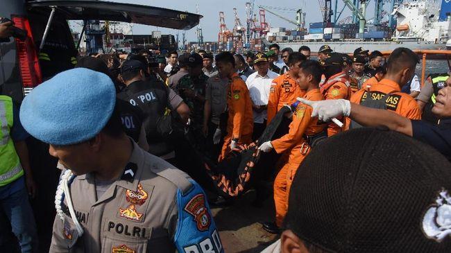 Sejumlah area di Pantai Tanjung Pakis, Kabupaten Karawang, yang dipersiapkan menjadi zona evakuasi korban pesawat Lion Air JT-610 tergenang air pascahujan.