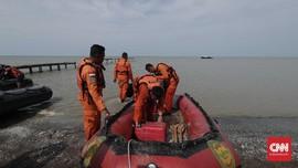FOTO: Evakuasi Korban Lion Air JT-610 di Pantai Pakis