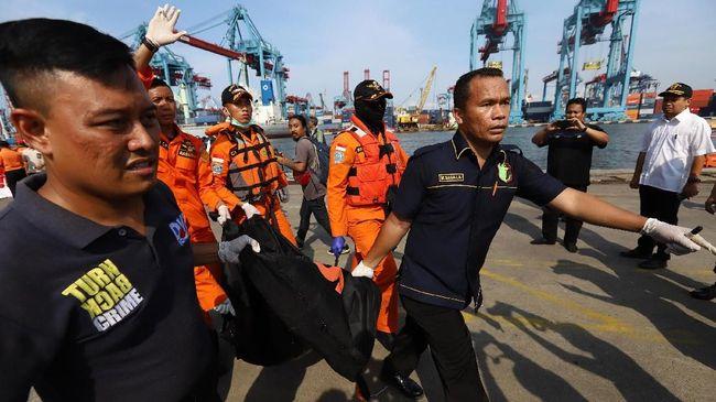 RS Polri menyebut telah menerima 24 kantong jenazah korban pesawat Lion Air JT-610, namun sebagian besar dalam kondisi yang sulit diidentifikasi.