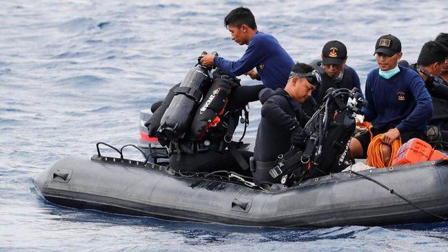 Belasan penyelam berlisensi internasional secara sukarela membantu proses pencarian korban pesawat Lion Air JT-160 di Tanjung Priok.