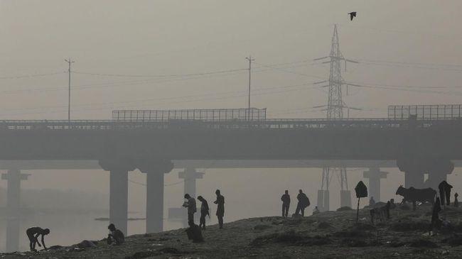 Ibu Kota New Delhi, India diselimuti oleh kabut tebal yang dianggap berbahaya, selepas pesta kembang api menyambut Hari Raya Diwali.