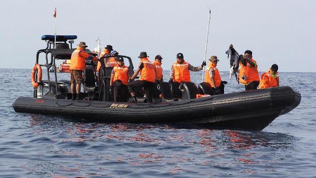Arus laut yang mengarah ke Pantai Tanjung Pakis mendukung proses pencarian korban pesawat Lion Air JT-160. Tim evakuasi sudah berjaga di bibir pantai.