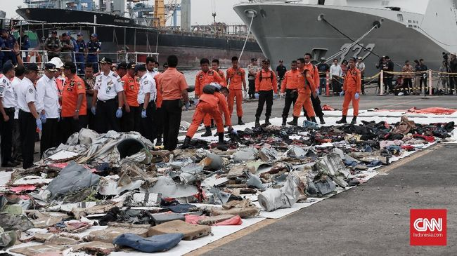 Riyan Aryandi dan Raffi Andrian jadi korban jatuhnya pesawat Lion Air JT-610. Malam sebelum kejadian, Riyan banyak bercerita dengan ibunya melalui telepon.