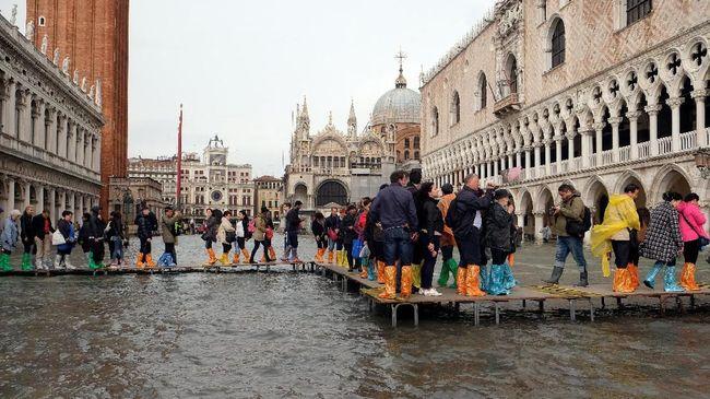 Walikota Venesia menuturkan nantinya pendapatan tersebut digunakan untuk biaya kebersihan kota yang kerap diserbu oleh jutaan wisatawan