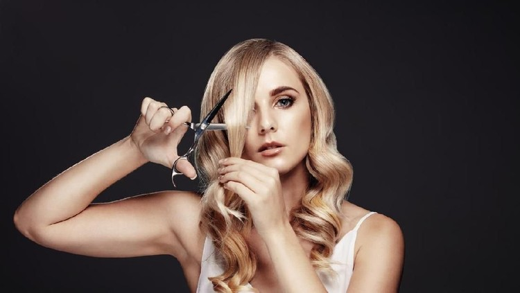 ilustrasi wanita potong rambut