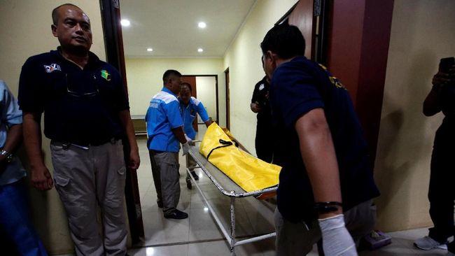 Tim Inafis dan kedokteran RS Polri berhasi mengidentifikasi korban Lion Air asal Sidoarjo setelah mencocokkan hasil sidik jari dengan data e-KTP.
