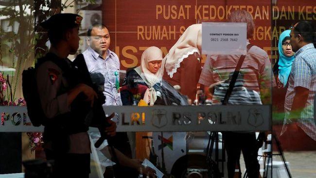Tim DVI Polri telah mengidentifikasi satu korban jatuhnya pesawat Lion Air JT-610 atas nama Jannatun Cintya Dewi, warga Sidoarjo.