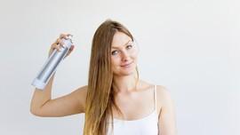 Sampo Kering, Cara Praktis Angkat Minyak Rambut Tanpa Keramas