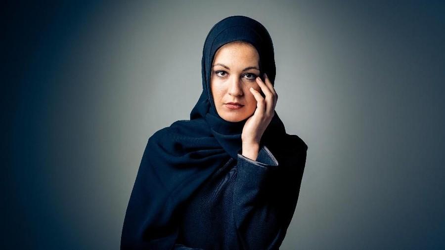 5 Tips Cegah Ketombe dan Rambut Rontok bagi Bunda Pemakai Hijab