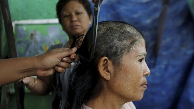 Di Myanmar, rambut panjang bukan sekadar mahkota perempuan, tapi juga sumber pendapatan ekonomi.