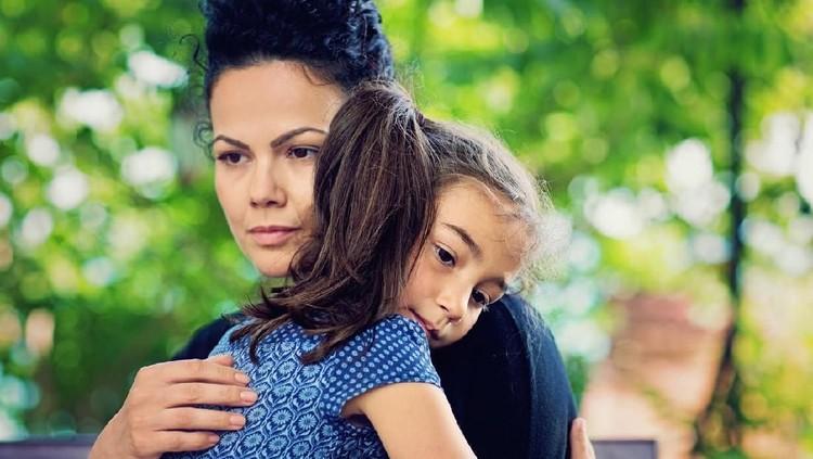 Semua orang tua pasti sayang pada anak. Cuma, secara nggak disadari orang tua kadang pilih kasih pada anak-anaknya.