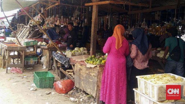 Pemkab Garut menutup pasar di wilayah Wanaraja lantaran telah ada satu orang positif terjangkit virus corona usai dari Jakarta.