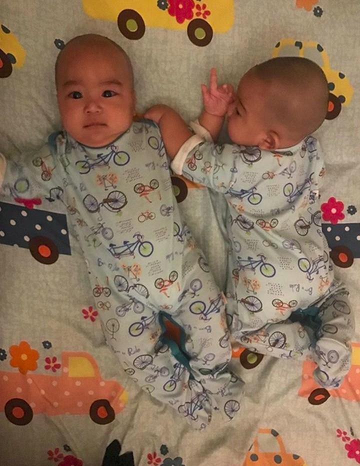 <p>Perkenalkan ini anak kembar April Jasmine dan Ustaz Solmed. Namanya Aqil Mahmoed Sibawaih dan Mahier Mahmoed Syairoziy. (Foto: Instagram: @apriljasmine85)<br /><br /></p>
