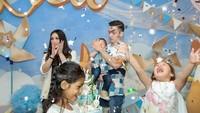 <p>Meriah banget pesta ulang tahun Lucio beberapa waktu lalu. Anak-anak happy semua! (Foto: Instagram @jelley.sc)</p>
