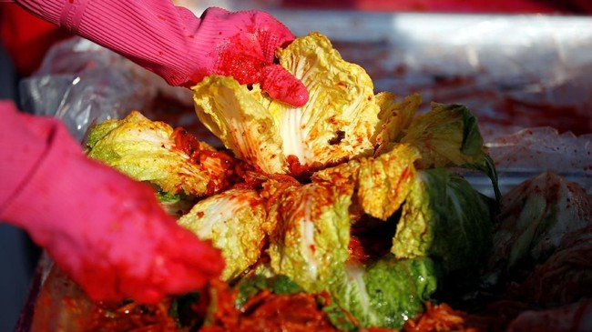 Festival pembuatan kimchi berlangsung di Seoul beberapa waktu lalu. Ajang ini juga memecahkan rekor dunia pembuatan kimchi dengan jumlah orang terbanyak.