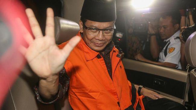 PAN disebut sedang berkomunikasi dengan Taufik Kurniawan untuk mencari solusi terhadap polemik posisinya saat ini sebagai Wakil Ketua DPR.
