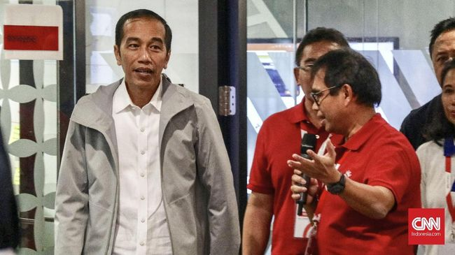 Presiden Joko Widodo menyatakan selalu memantau perkembangan harga bahan pokok dan pangan. Kegiatan tersebut rutin ia lakukan setiap pagi.