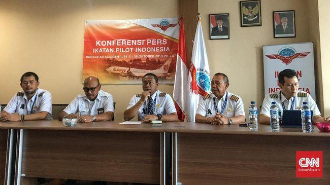Ikatan Pilot Indonesia meminta agar Lion Air segera memperbaiki sistem kontrak pegawainya. Pilot tak bisa diikat dengan kontrak kerja karena alasan keamanan.